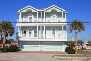 Vista Del Mar is a 3-story condo with only 4 units.